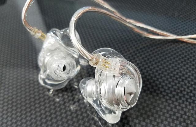 補聴器 小さい 小型 イヤホンはずれる